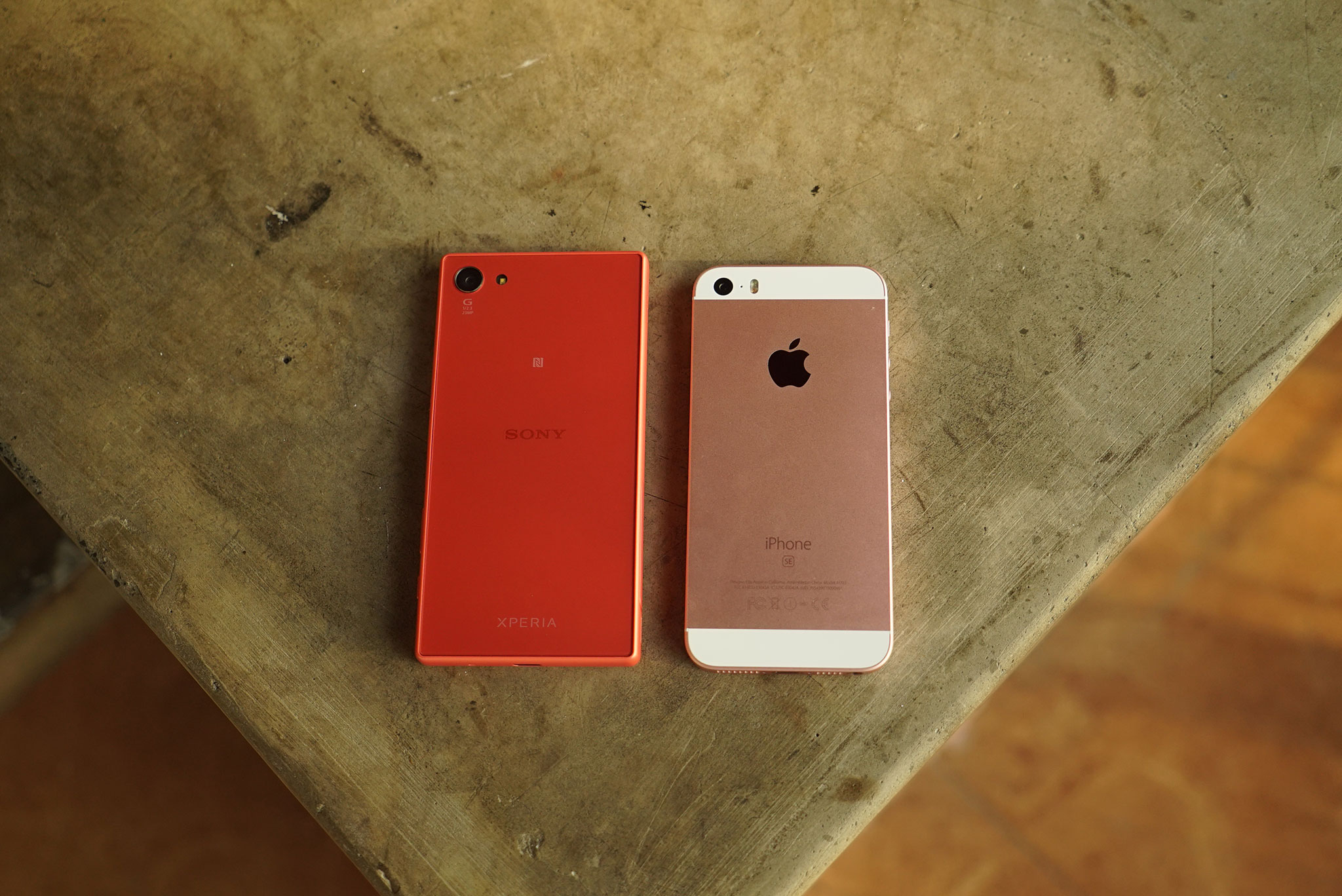 SONY XPERIA Z3 COMPACT VS IPHONE SE
