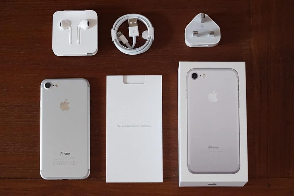 Apple Iphone  Plus Earbuds