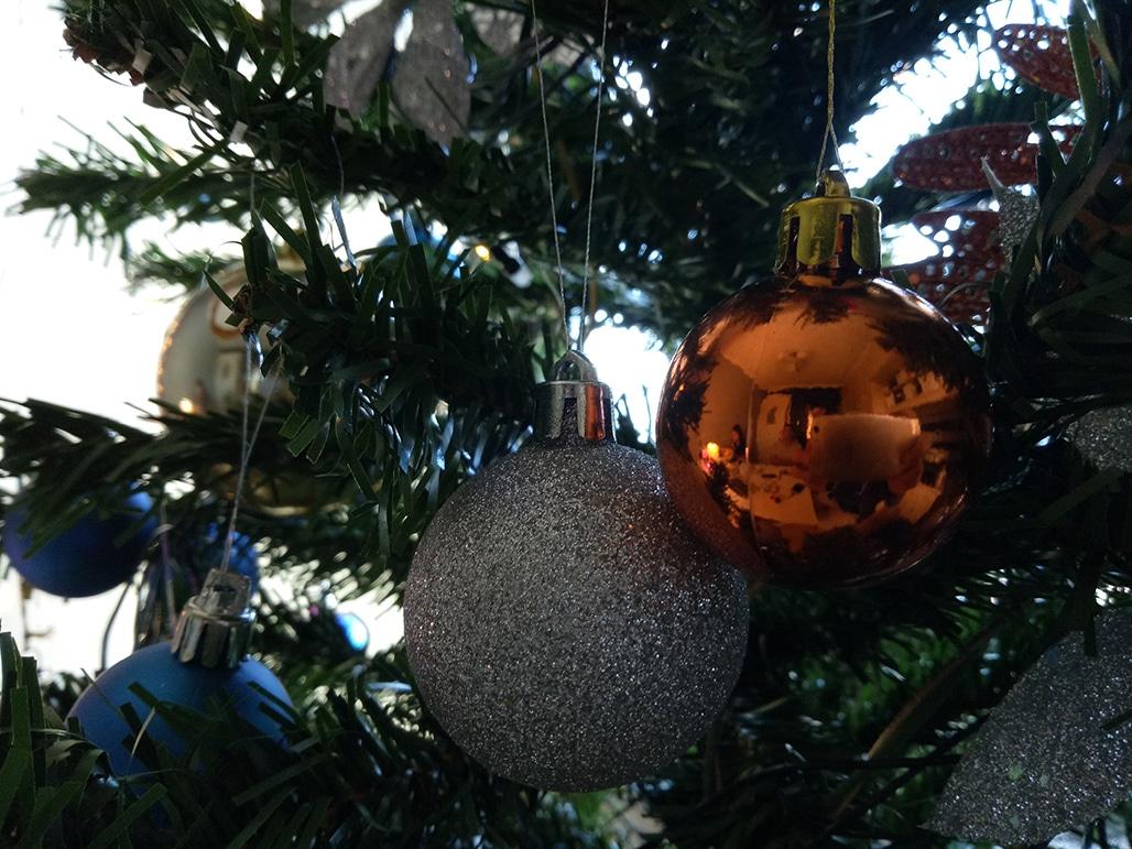 f1s-christmas-ball