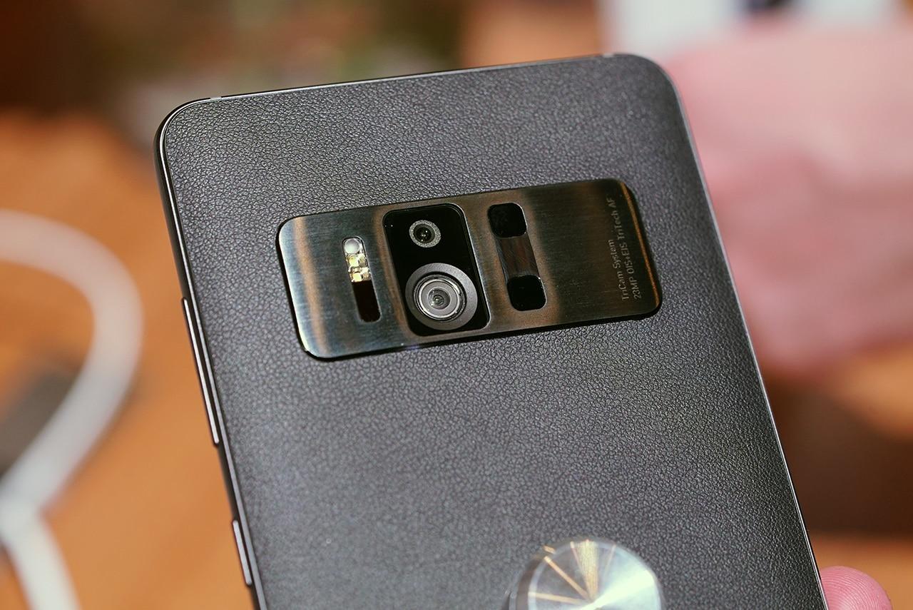 zenfone-ar-close-up-tricam