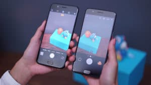 OPPO R11 and OnePlus 5 side by side on camera mode