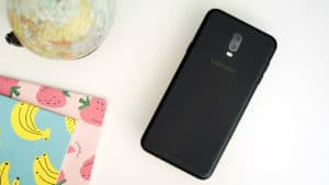 Samsung Galaxy J7+ back details