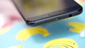 Samsung Galaxy J7+ micro usb port