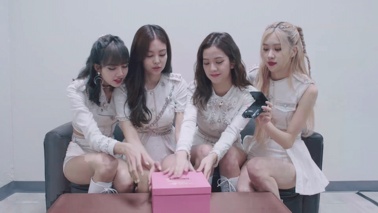 BLACKPINK unboxes their own edition of the Samsung Galaxy